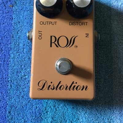 Ross Distortion // Script // Bud Box // 1970s Tan