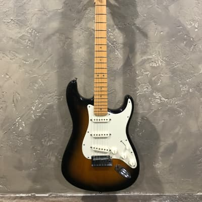 Fender 50th Anniversary Stratocaster Deluxe 2004 Two-Tone Sunburst