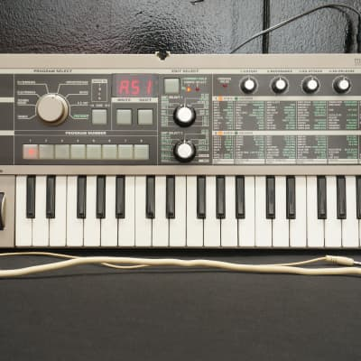Korg MicroKorg Small Portable Analogue Modelling Synthesiser Vocoder W/ Mic