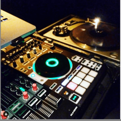 Roland DJ-808 DJ Controller with Road Case