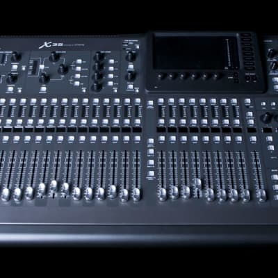 Behringer X32 Digital Mixing Console with 32 Channels