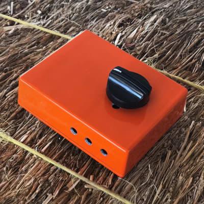 Stami's Customs - Kingfisher 8 Ohm Speaker Attenuator for Tube Amp in Orange