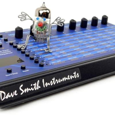 DSI Evolver Dave Smith Instruments Synthesizer + Top Zustand + 1.5J Garantie