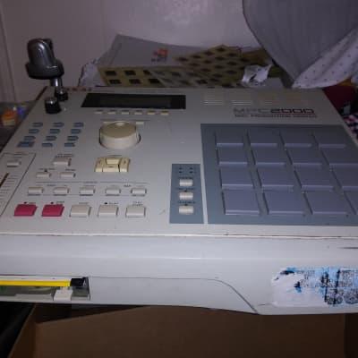 Akai MPC 2000 Sampler Sequencer