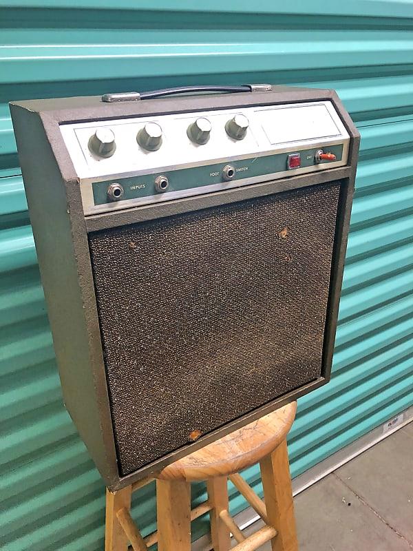 Silvertone Sears 10xl Tube Amp W Tremolo Model 1421 1969