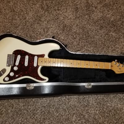 1997 Fender American Roadhouse Stratocaster with Maple Fretboard - Olympic White for sale