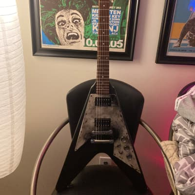 """Gibson Customized one of a kind""""Burn Out V. """" 1990 Black.(includes extras)"""