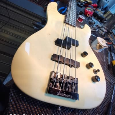 Charvel  3B neck through Bass 1987? White for sale