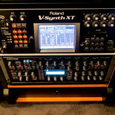 Roland v synth xt rack black