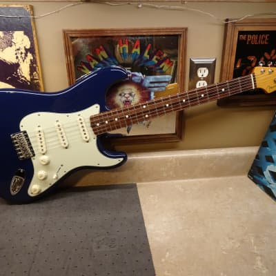 Fender Robert Cray Artist Series Signature Stratocaster 2003 - 2019 Violet for sale