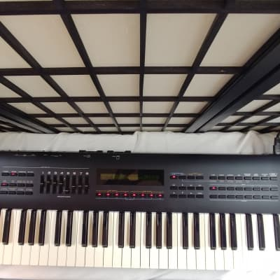 Roland JV-80 Multi-Timbral Synthesizer with SR-JV80-01 card & bag