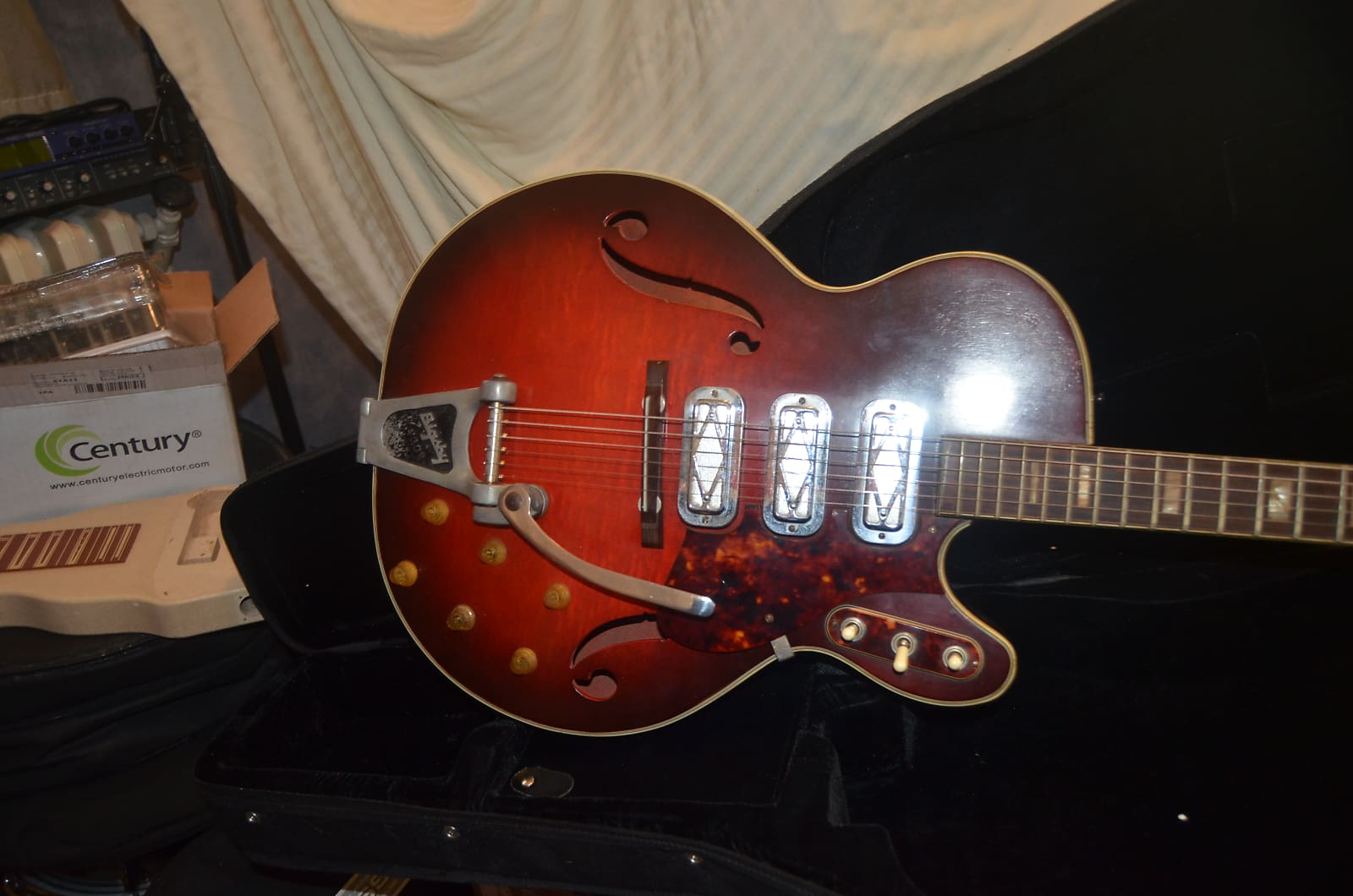 Silvertone 1429 3 Pickup Electric Guitar 1960s Red On An Bass Or Acoustic