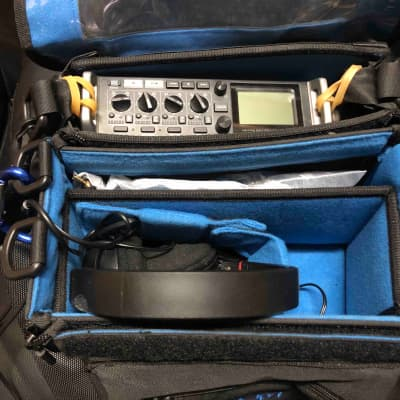 Zoom F4 crazy field recording package includes many items