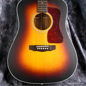 Guild USA D-40 Traditional Antique Sunburst 2017