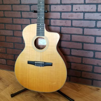 Taylor 214ce Sitka Spruce / Rosewood Dreadnought with ES-T Electronics, Cutaway  2009-2017 Natural