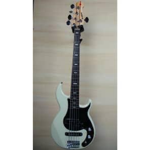 Yamaha BB425X-VW 5-String Bass Vintage White w/ Rosewood Fretboard