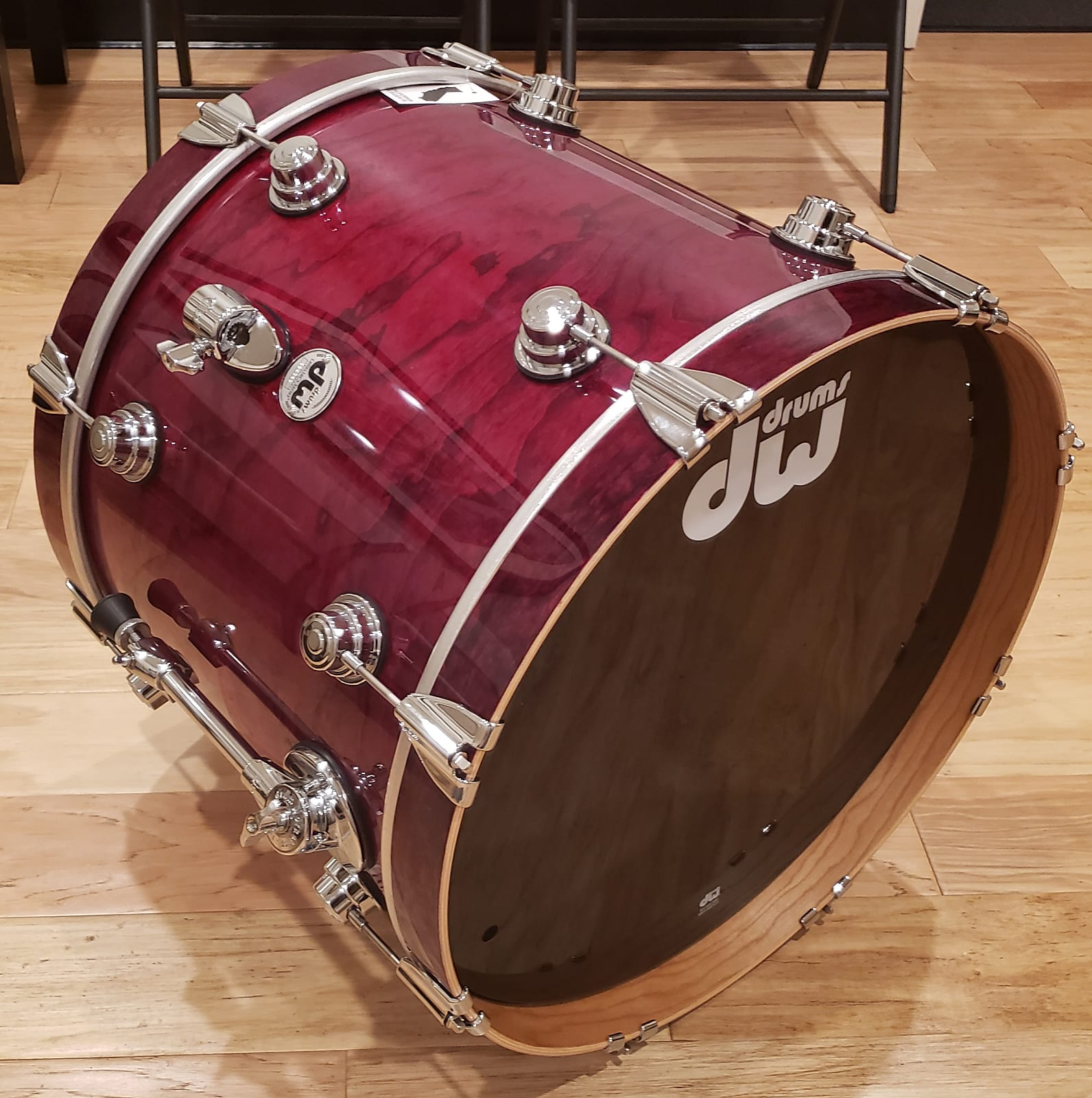 """DW 16x20"""" Collector's Series PURE Cherry Bass Drum in Apple Red Lacquer over Exotic Olive Ash Burl"""