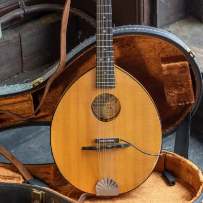 The Flatiron 2MW Mandolin for sale