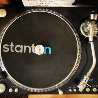 Stanton ST150 Turntable black