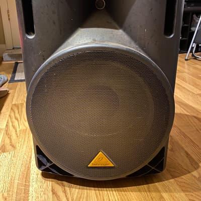 """Behringer Eurolive B215D 550-Watt 15"""" Powered Speaker"""