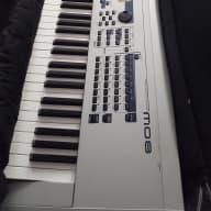 Yamaha MO8 Silver