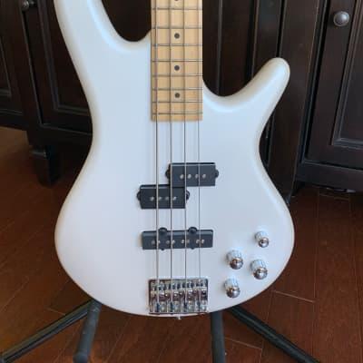 Ibanez Gio Pearl White metallic Bass w/ Roadrunner gig bag for sale