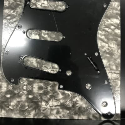 Allparts PG-0552-033 11-HOLE PICKGUARD FOR STRATOCASTER® Black for sale