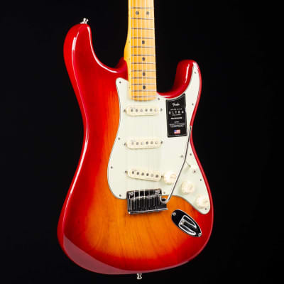 Fender American Ultra Stratocaster Maple Fingerboard Plasma Red Burst 935