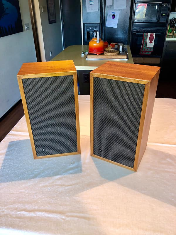 Great Vintage 1970s Electro Voice Bookshelf Speakers Walnut Very Retro Excellent Condition