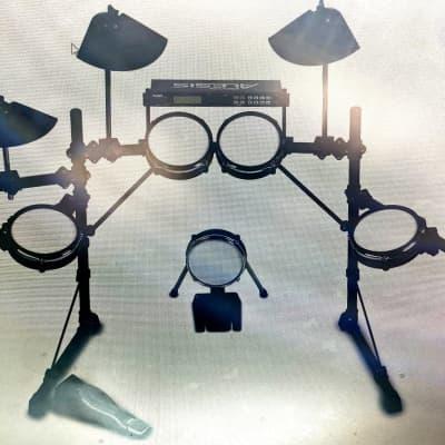Alesis DM5 PRO KIT + Pearl P-900 Pedal + Headphones