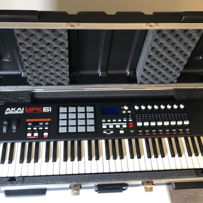 Akai MPK61 2012 with SKB4214W 61 key Keyboard Case