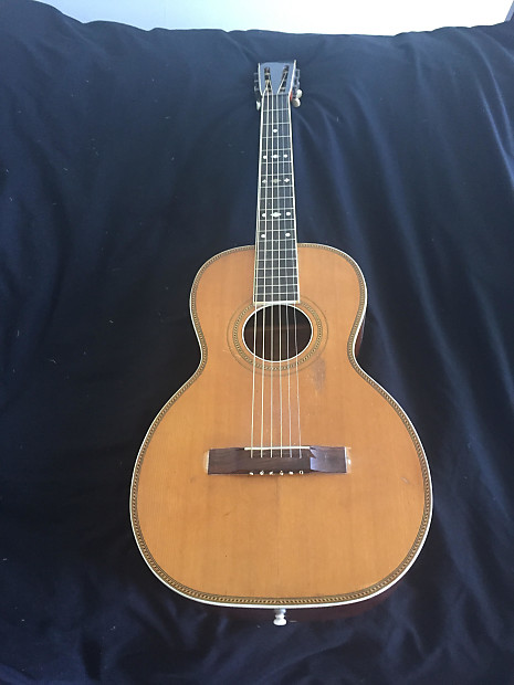 """Fine 1910 Lyon-Healy parlor guitar – possibly a """"Lakeside"""" – with case"""