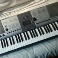 Yamaha PSR-E403 Portable Keyboard. Dead Mint, 100% Tested and Working!