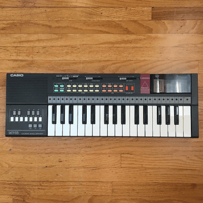 Casio MT-18 32-Key Synthesizer 1985 - 1988