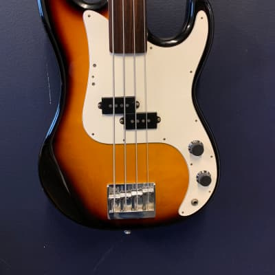 Hohner Arbor Series Fretless Bass Guitar Sunburst for sale