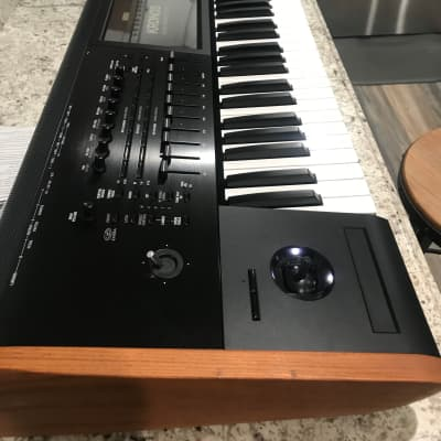 Korg Kronos 61 Key Workstation Keyboard