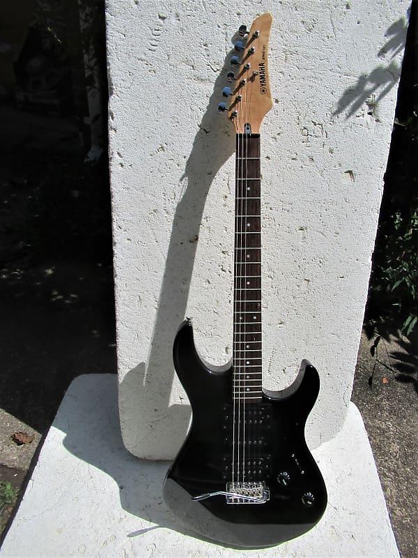 yamaha erg 121 guitar 2000 black plays sounds good reverb. Black Bedroom Furniture Sets. Home Design Ideas