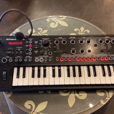 Roland JD-Xi 37-Key Analog/Digital Crossover Synthesizer Black Sticking Key