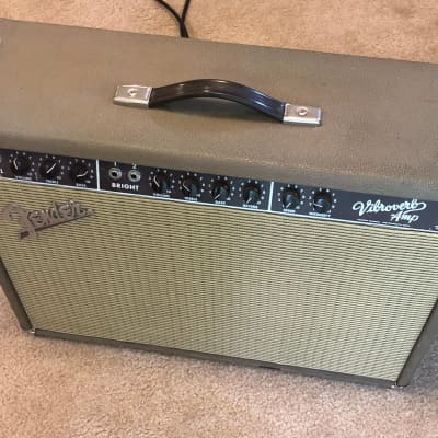 """Fender '63 Vibroverb Reissue 40-Watt 2x10"""" Guitar Combo 1990 - 1995"""