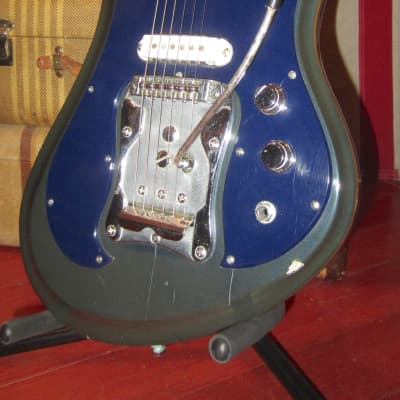 Vintage circa 1968 Guyatone LG-350T Sharp 5 Solidbody Electric Blue Sparkle Finish w/ Hardshell Case for sale