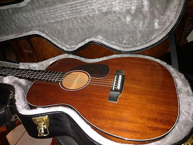 Martin 00-17 Acoustic Guitar All Mahogany Body