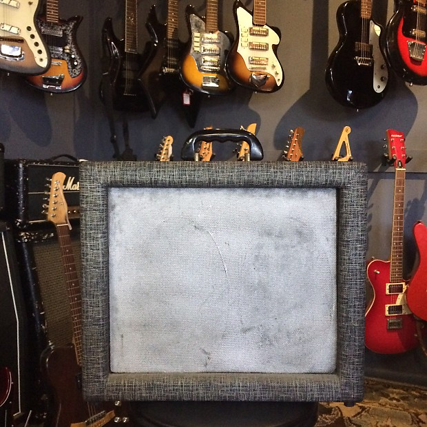 Supro Holiday 1959 Black / Grey / Gold   Secret Guitars
