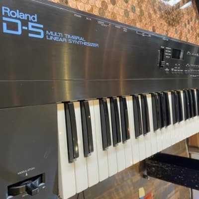 Roland D-5 61-Key Multi Timbral Linear Synthesizer