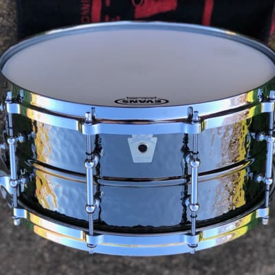 """Ludwig LB417KTWM Hammered Black Beauty 6.5x14"""" Brass Snare Drum with Tube Lugs and P-86 Millennium Strainer"""