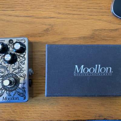Moollon Tremolo Chrome for sale
