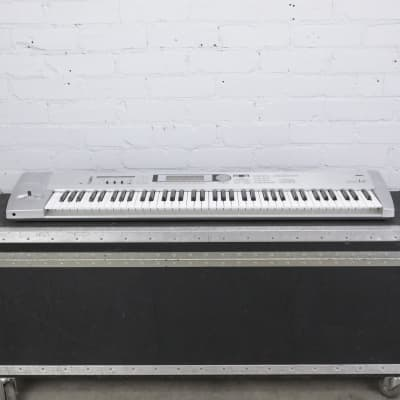 Korg Triton Le 76 Key Keyboard Workstation w/ A&S Road Case #41601