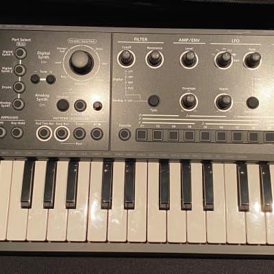 Roland JD-Xi 37-Key Analog/Digital Crossover Synthesizer 2015 - 2021 Black