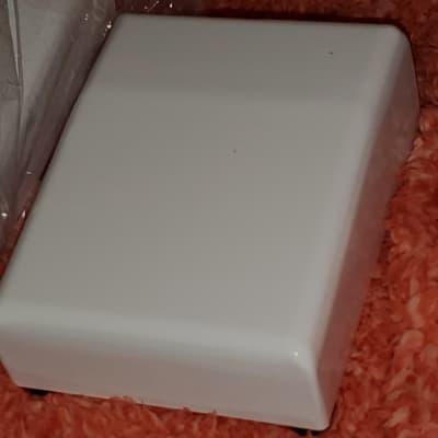 Pedal Enclosure Chassis  White  White 3.5 X 4.5