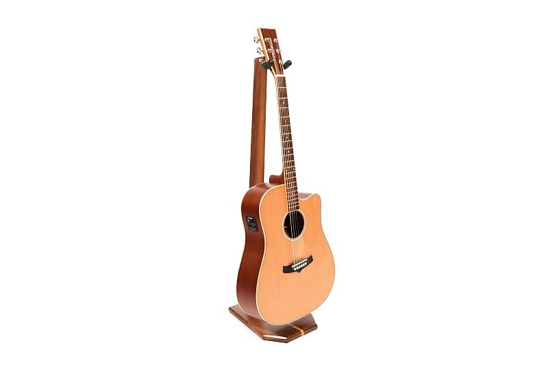 N//V 1PC Professional Acoustic Guitar Sound Holes Humidifier Moisture Reservoir Useful Guitar Moisturizing Supplies