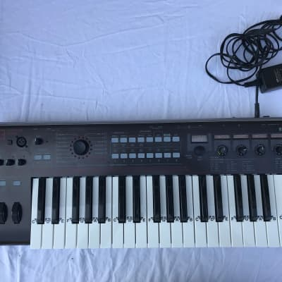 Korg R3 with Original Power Supply in Mint Condition